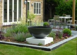 Family Garden by Gardens 2 Design, Beaconsfield