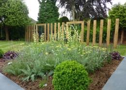 Family Garden by Gardens 2 Design, Beaconsfield