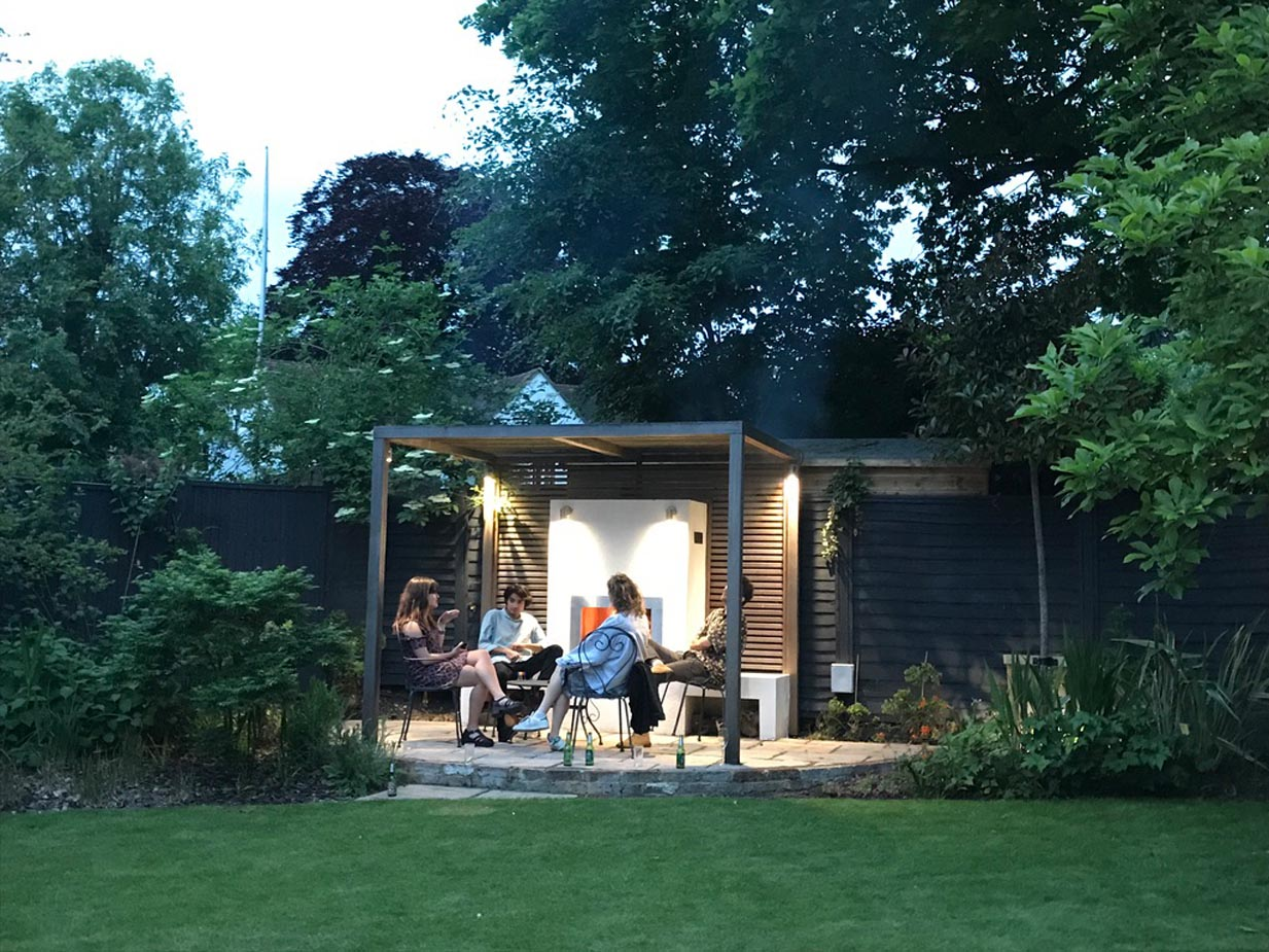 Chill Out Garden by Gardens 2 Design, Beaconsfield